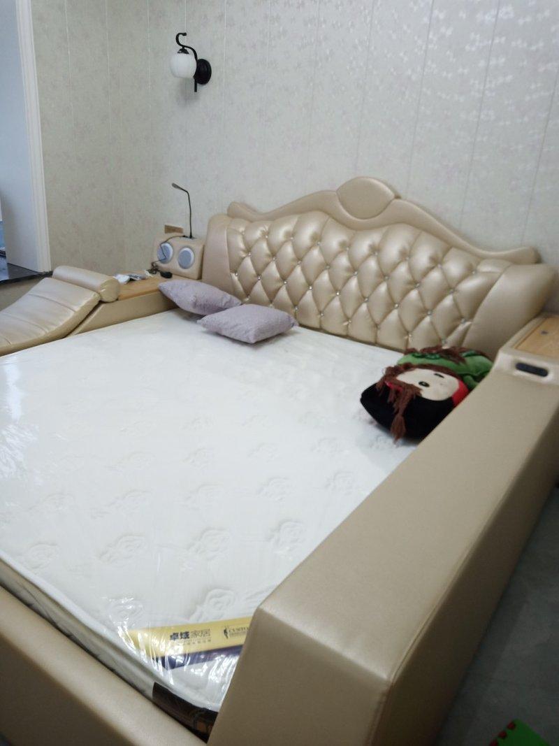 Ảnh thật giường tatami bọc da sang trọng GN010 màu vàng kem