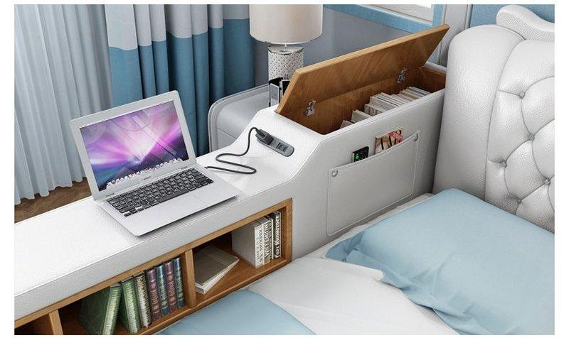 Bên thành giường là kệ để sách, tạp chí, ổ cắm điện
