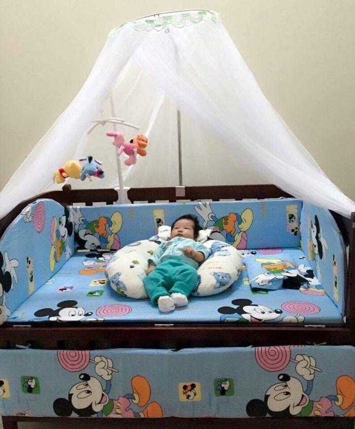 Cũi cho trẻ sơ sinh có màn và đệm 2