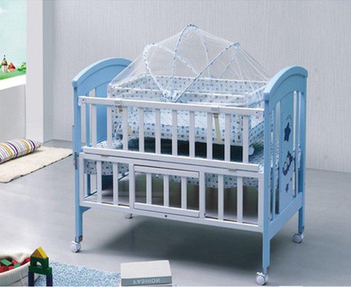 Chiếc giường cũi kết hợp với màn ngủ