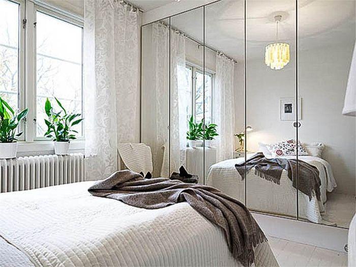 Nên bày một chiếc gương lớn ở phòng ngủ