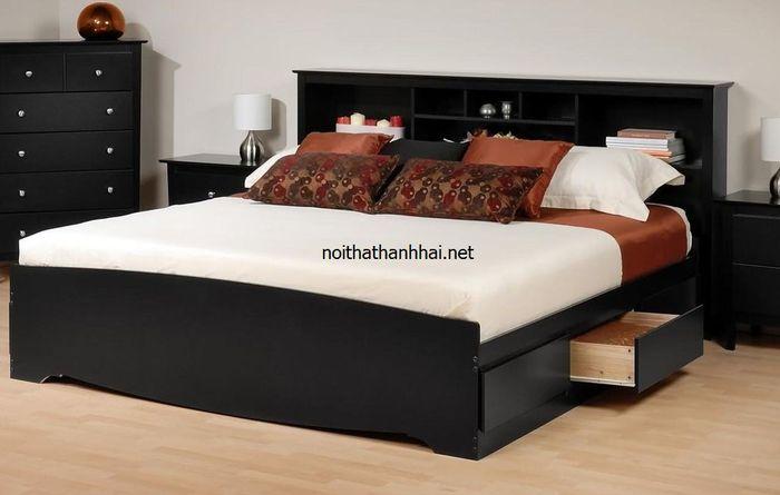 Mẫu giường đẹp có ngăn kéo, giá sách sau lưng