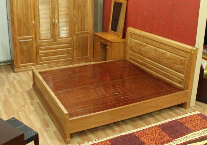 Giường ngủ giá rẻ làm bằng gỗ sồi